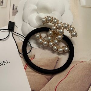 New CHANEL VIP Gold Pearl Hair Tie
